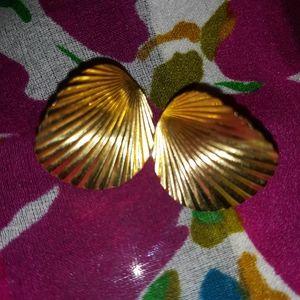 Vintage Gold-toned Post-back shell Earrings